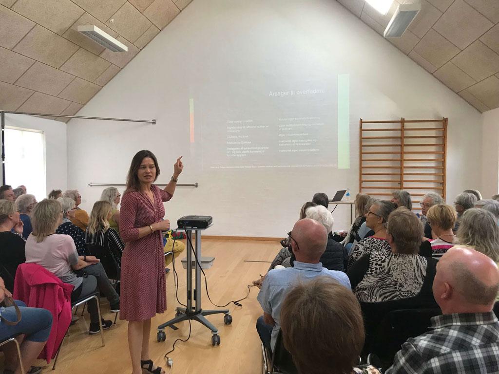 Foredrag sal fyldt af mennesker i Nyborg