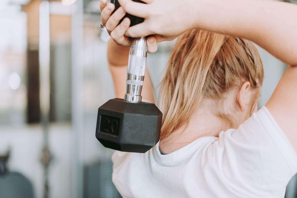 Styrketræning med vægt skulderstræning